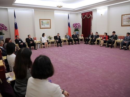 Vice President Chen Chien-jen meets Taiwanese living in Japan.