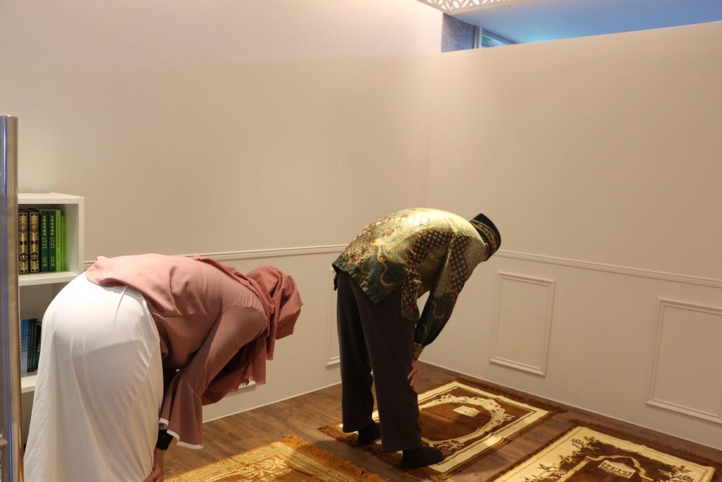 友善新移民  新北市圖書館設首座穆斯林祈禱室   (新北市政府提供)