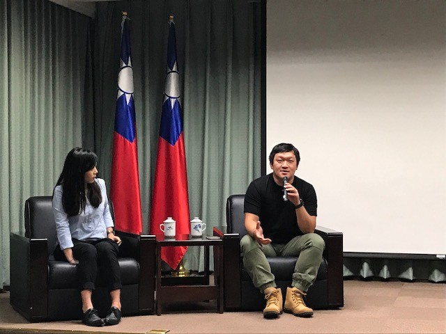 """""""A Perfect Pair"""" film director Hung Chu-yen and producer Hsu Ju-an spoke with the media on Thursday about their production experience at MOFA"""