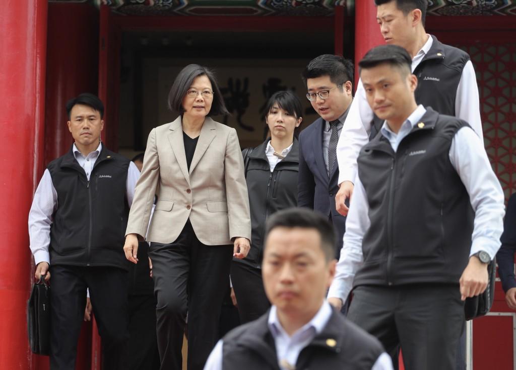 President Tsai Ing-wen (second left).