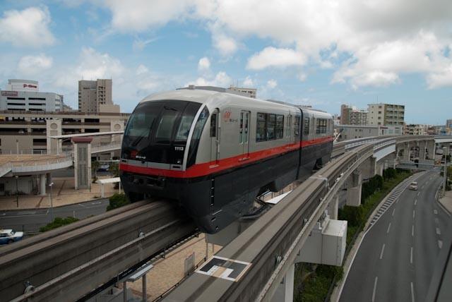 A Yui Rail train in Okinawa (Photo by Hugues Mitton).