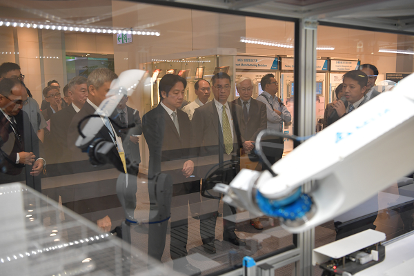 Premier Lai visits Delta Electronics R&D center on April 24, while on a tour of Taiwan's industrial centers