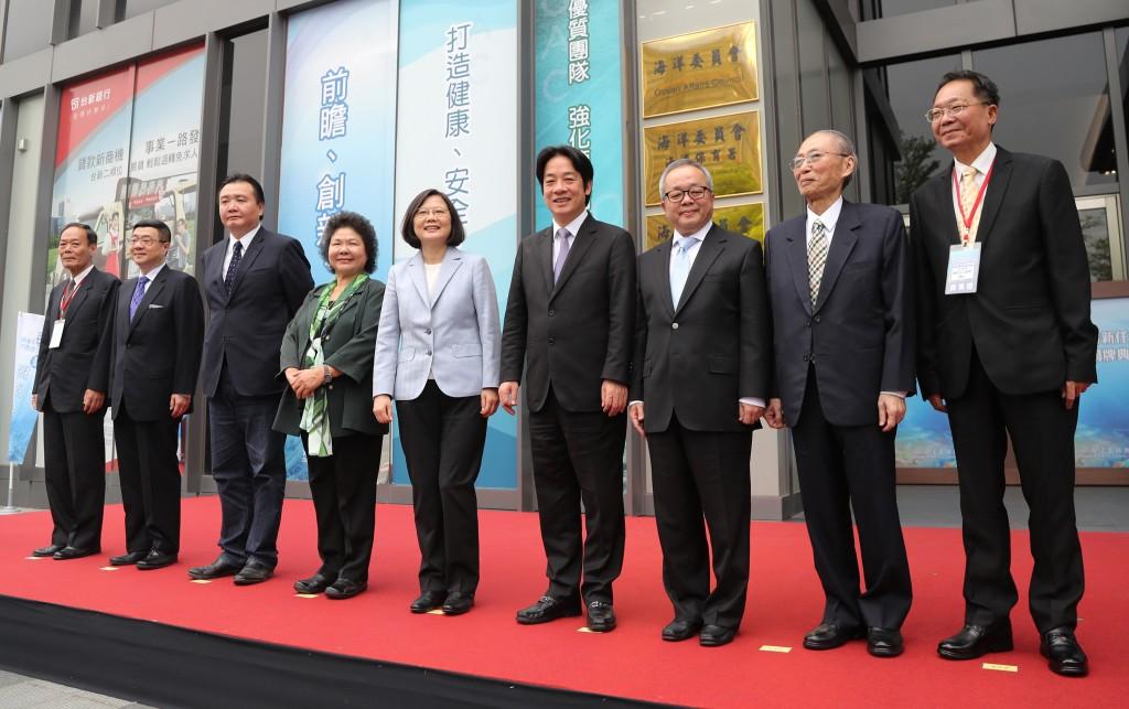 蔡總統高雄出席「海委會」揭牌儀式: 「海洋是台灣最重要出路」