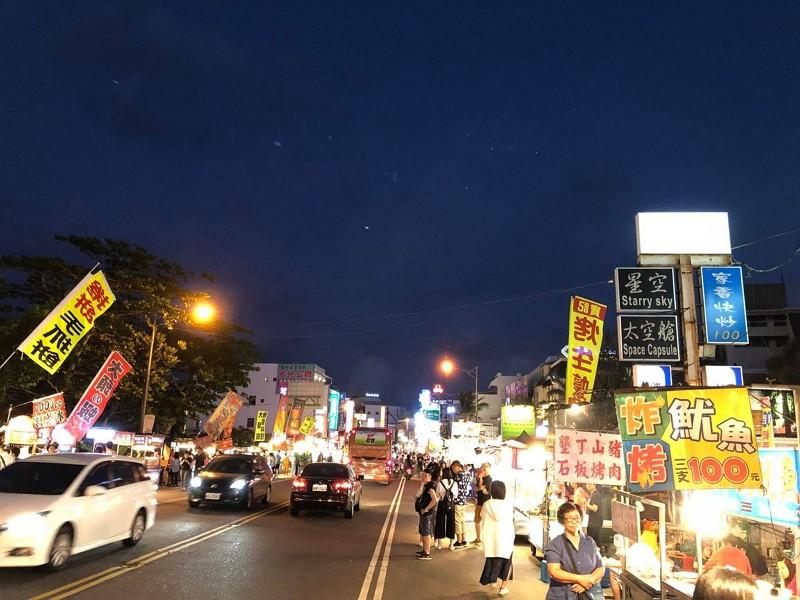 Kenting Street (Photo by Facebook user 何信一)