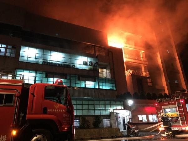 Firefighters battle blaze in Taoyuan factory.