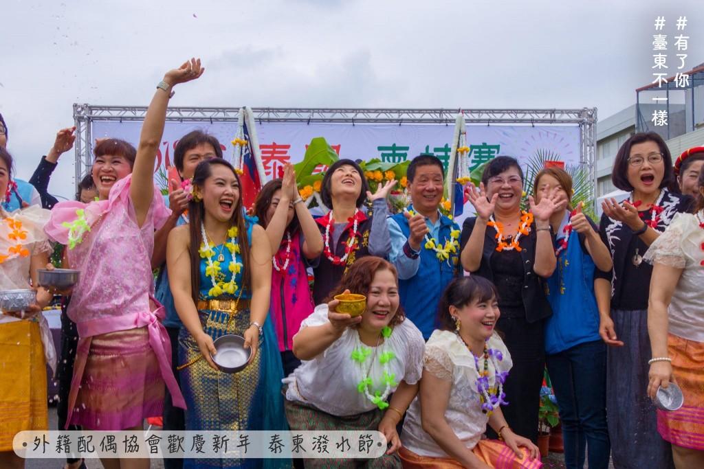 現場有東南亞舞蹈欣賞、異國風味美食、童玩體驗,台東縣議會議長饒慶鈴及台東市長張國洲也出席同樂。(圖片翻攝自饒慶鈴臉書)