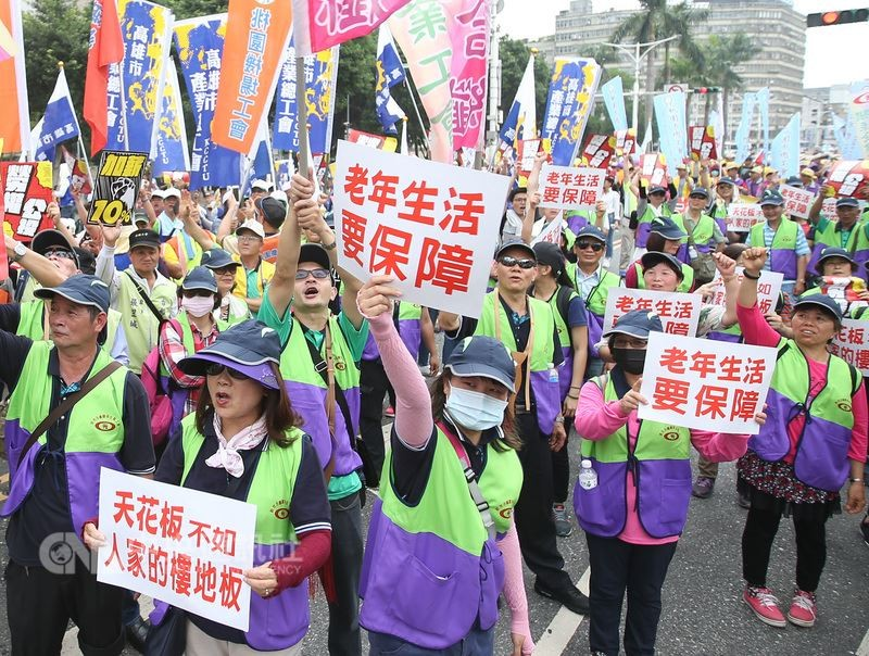 10,000 Taiwanese workers call for 10% wage raise