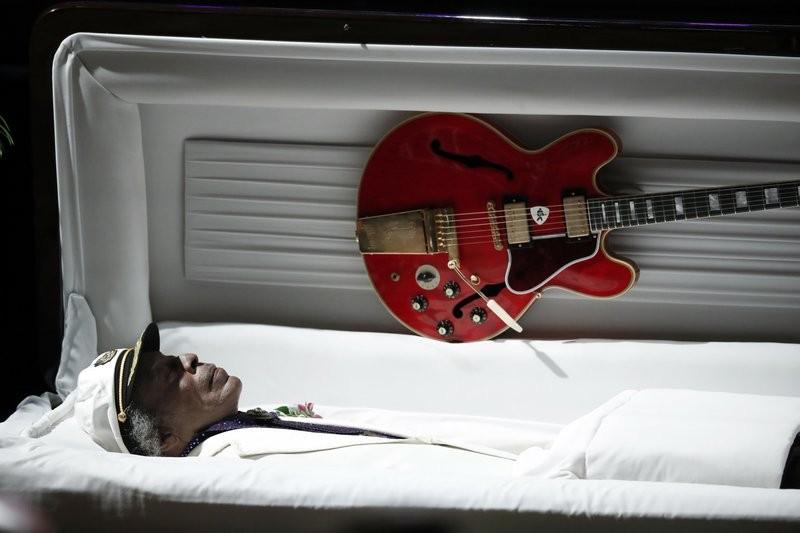 知名吉他手Chuck Berry辭世,心愛的Gibson吉他伴他長眠(美聯社)