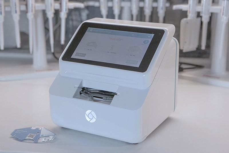 The rapid test device for dengue and zika diagnosis (Image courtesy of BluSense Diagnostics)