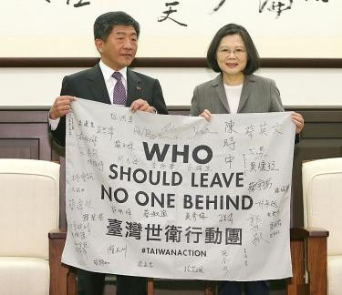 Health and Welfare Minister Chen Shih-chung (left) with President Tsai Ing-wen after last year's WHA.