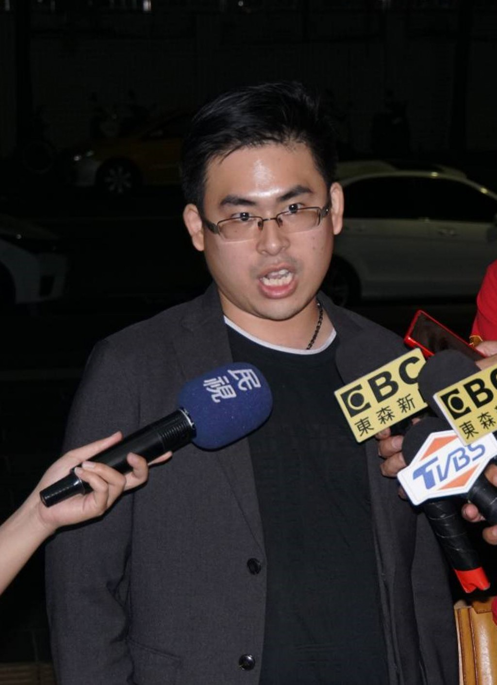 【共諜案】周泓旭當庭釋放限制出境 每天下午5時前派出所報到