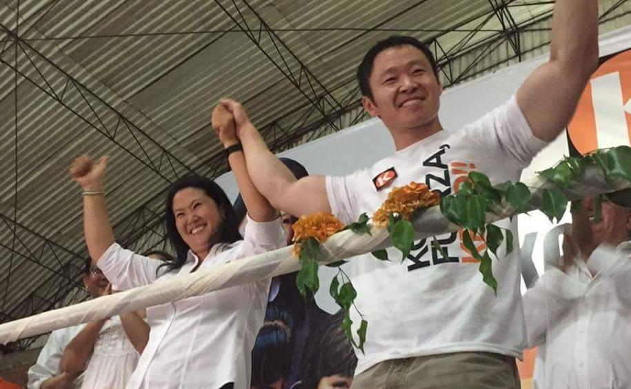 藤森惠子(左)和健二合照。當今看來格外諷刺(翻攝自健二臉書)