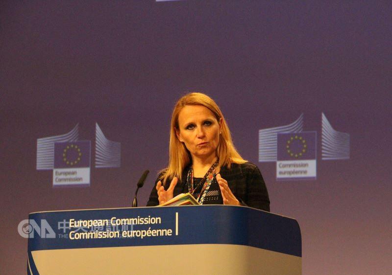 歐盟對外事務部發言人柯契姜琪克8日於比利時接受中央社記者訪問,明確表示歐盟支持台灣參與世界衛生大會(WHA)。圖為她稍早主持歐盟記者會的情