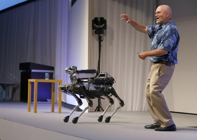波士頓動力推出的機器狗SpotMini (美聯社)