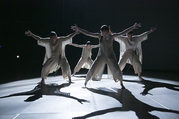 "Atmospheric scenes are the hallmark of Tjimur Dance Theatre's ""Varhung."" (Courtesy of TDT)"
