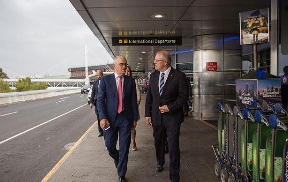 澳洲總理滕博爾(左)在機場(翻攝自Instagram)
