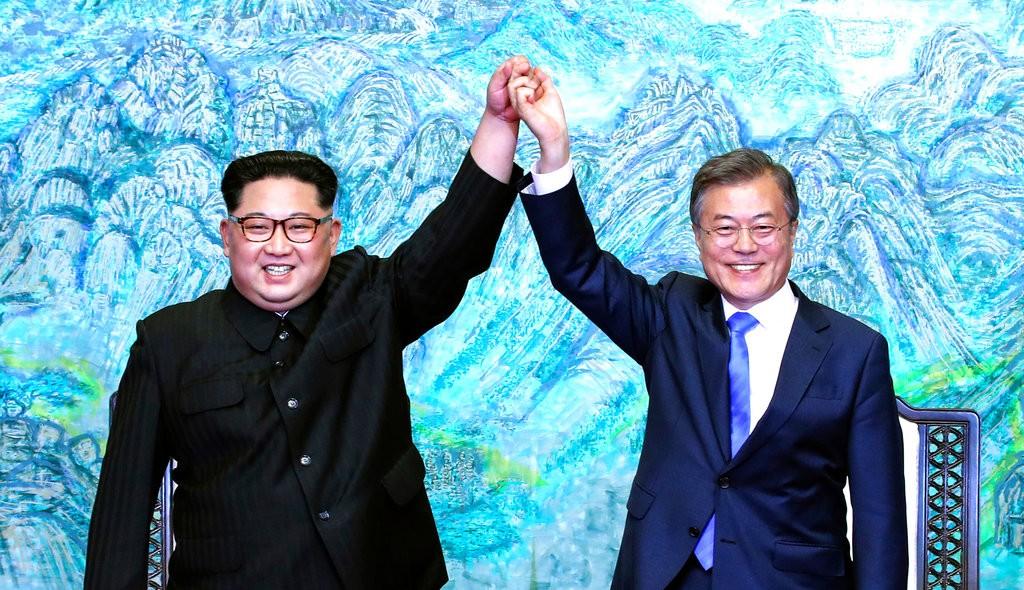 金正恩(左)和文在寅(美聯社)