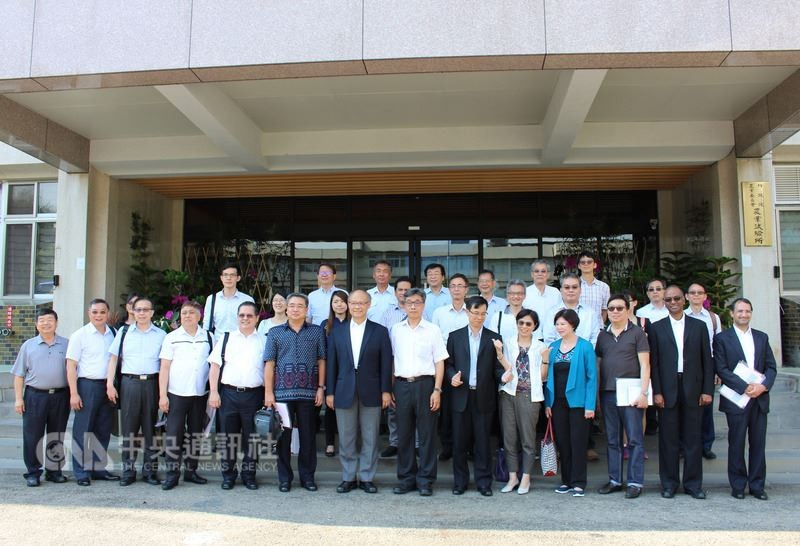 Representatives from 6 Southeast Asian countries visit Taiwan Agricultural Research Institute (Photo by CNA)