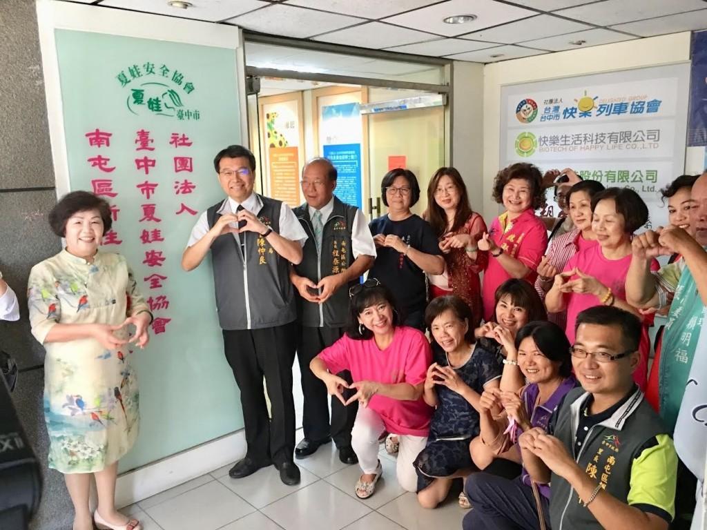 台中市社會局22日舉辦「南屯區新住民社區服務據點」揭牌儀式(臺中市政府提供)