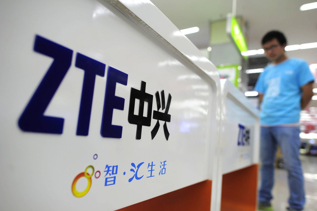 U.S.  reached deal to keep Chinese telecom ZTE in business: congressional aide