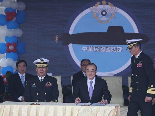 Taiwan Navy Commander Huang Shu-kuang (in uniform, left).