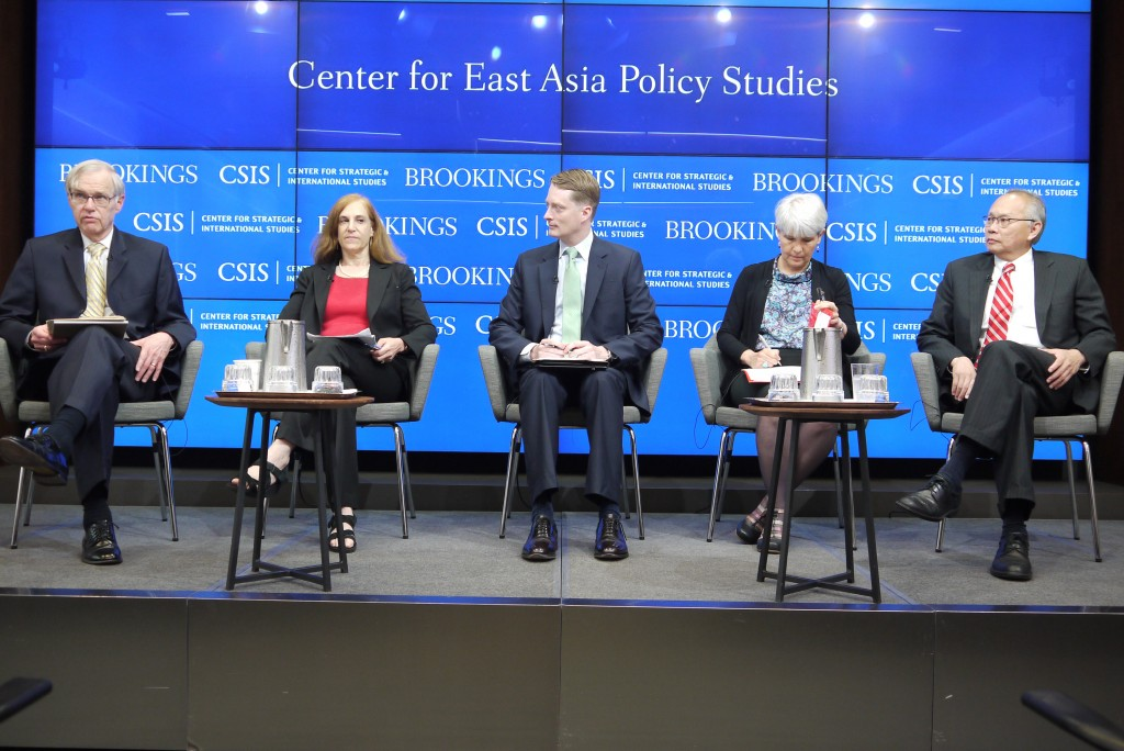 Richard Bush (first left) and Bonnie Glaser (second left) share their views on the latest in Taiwan-China relations.