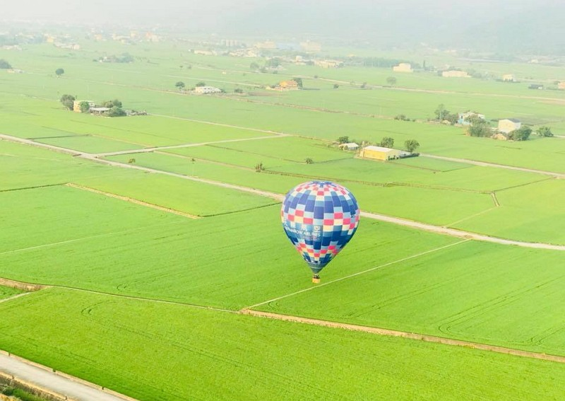 A hot air balloon in flight above a sea of rice paddies (Photo by the event organizers)