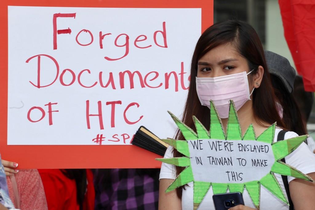 移工及移工權益團體3日至臺北Google辦公室,抗議宏達電涉嫌偽造移工手印簽署違法勞動契約