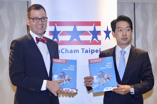 AmCham President William Foreman (L) and Chairman Albert Chang (R) present the 2018 White Paper