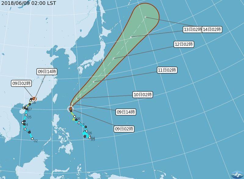 中央氣象局9日預報,目前海面上兩個颱風,都不會侵台,但10日及11日全台都會下雨。(中央社)