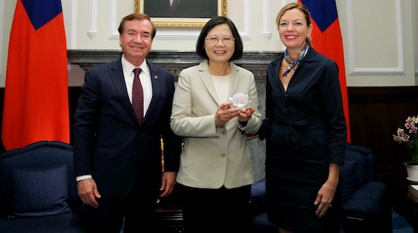Senior US official, lawmaker in Taiwan for office dedication
