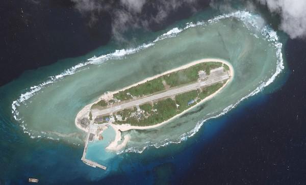 太平島衛星圖(照片來源:戰略和國際研究中心—亞洲海事透明倡議  CSIS—AMTI)