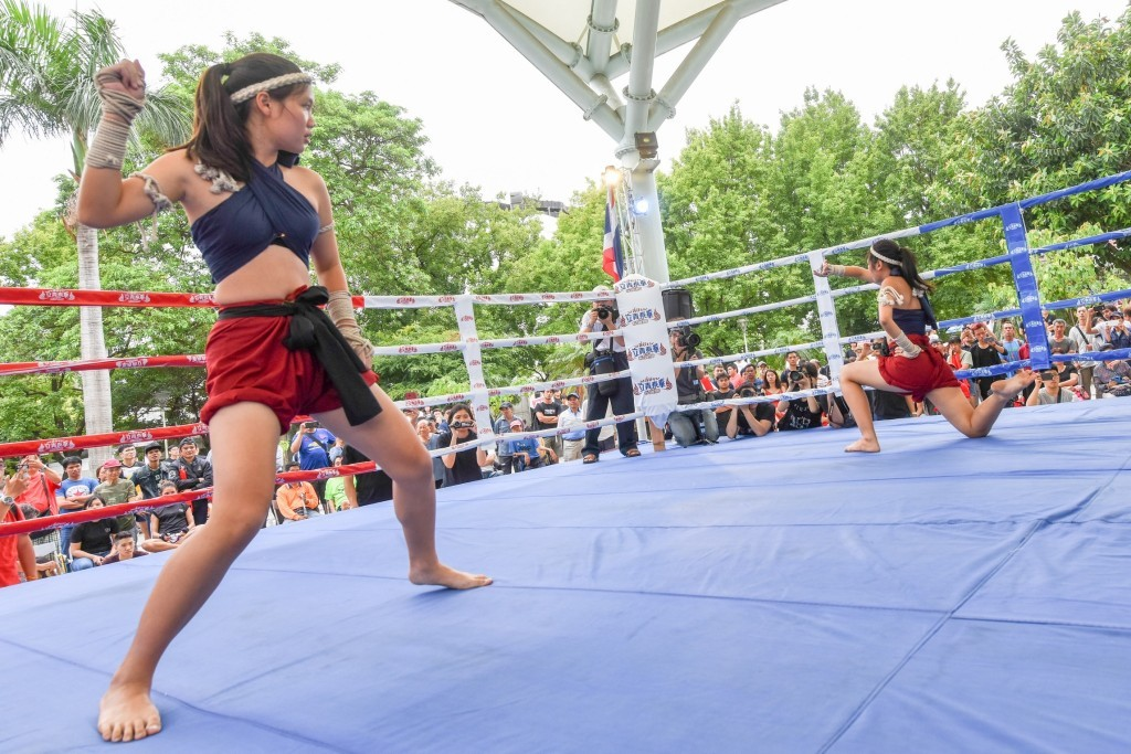 Thai boxers draw huge crowds Sunday afternoon in Taoyuan. (Image from Taoyuan City Gov.)