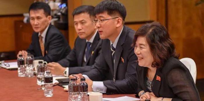 龐皮歐上傳之北韓人員照片。最右邊是外務部次長崔善姬(翻攝自龐皮歐推特)