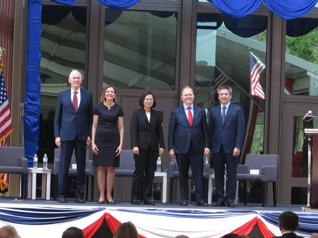 AIT Chairman James Moriarty, US Assistant Secretary of State Marie Royce, President Tsai Ing-wen, Ambassador William Moser, and AIT Director Kin Moy u