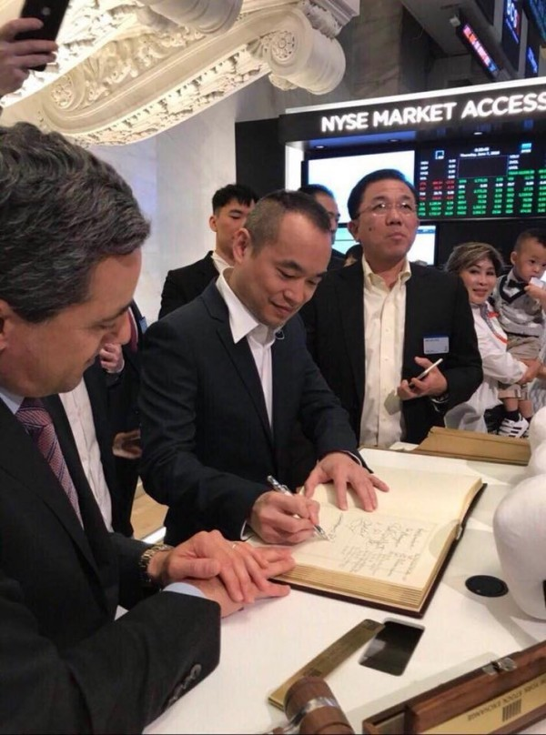 Jeffrey Huang's (center, signing the book) M17 Entertainment has postponed its New York IPO (photo courtesy of Jeffrey Huang's Facebook page).