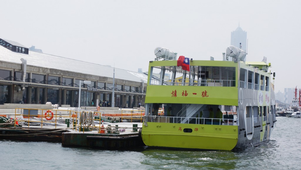A new electric ferry service opened in Kaohsiung Wednesday.