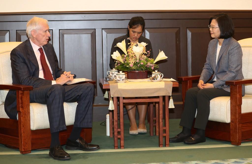AIT Chairman James Moriarty (left) praised President Tsai Ing-wen (right) Wednesday.
