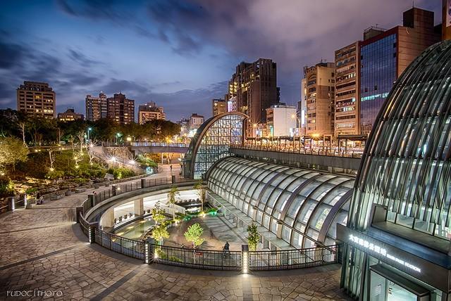 MRT Da'an Park Station (Flickr user: 士航 魏)