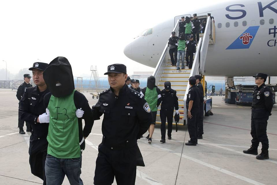 A group of Taiwanese fraud suspects arriving in China in 2016.