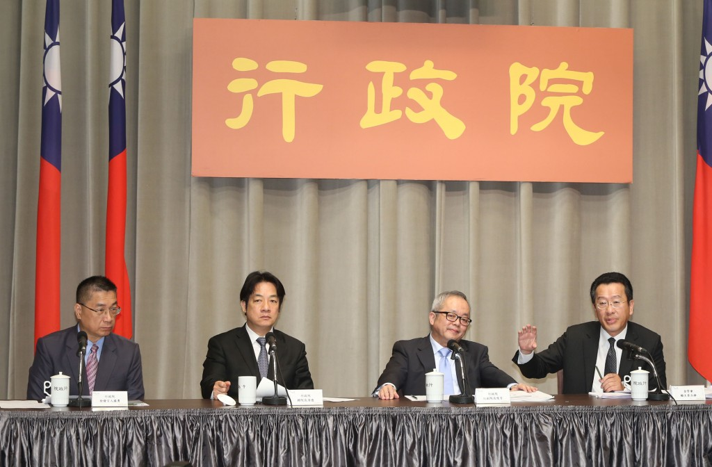 Premier Lai (second from left) unveils financial reform plans.
