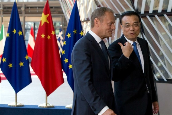 Chinese Premier Li Keqiang (right) with European Council President Donald Tusk at last year's EU-China summit.