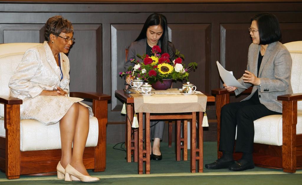 總統蔡英文19日在總統府接見友邦貝里斯眾議院議長塔蘿拉一行人