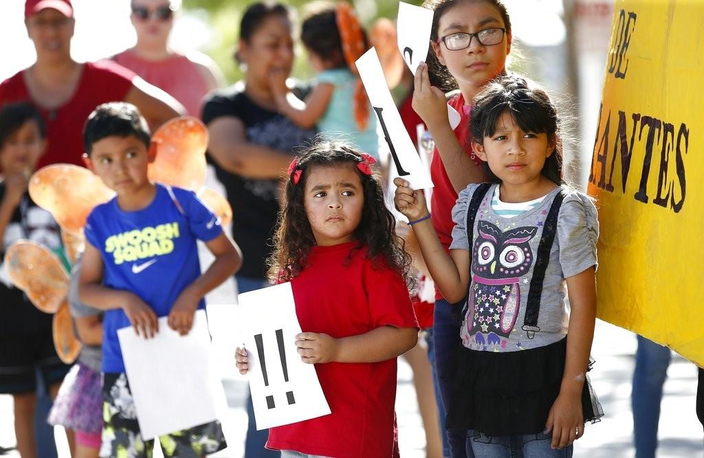 川普的「零容忍」移民政策,導致數名兒童被迫與父母分開。 (美聯社)
