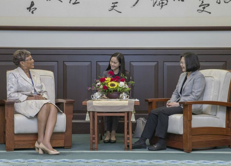 President Tsai Ing-wen (right) and Laura Tucker-Longsworth, madam speaker of Belize's House of Representatives (Photo from Taiwan Today)
