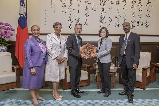 President Tsai meets with a delegation from the Central American nation of Belize (Photo by Office of the President)