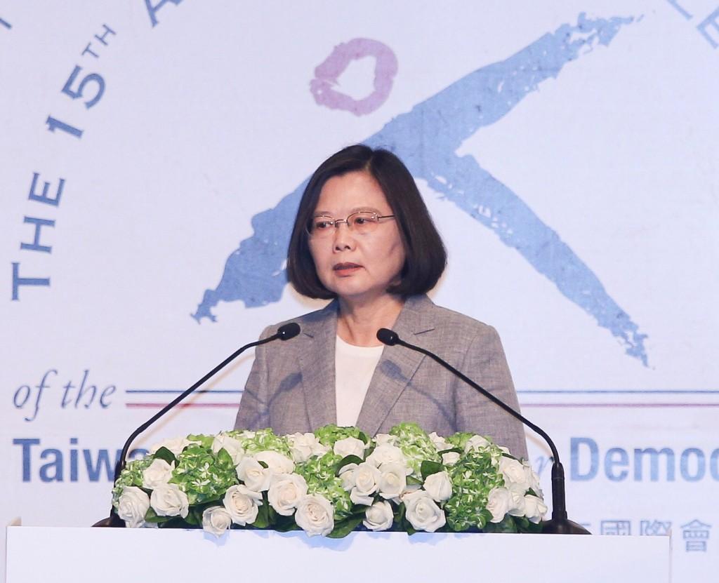 總統蔡英文25日出席臺灣民主基金會慶祝創會15週年活動開幕典禮