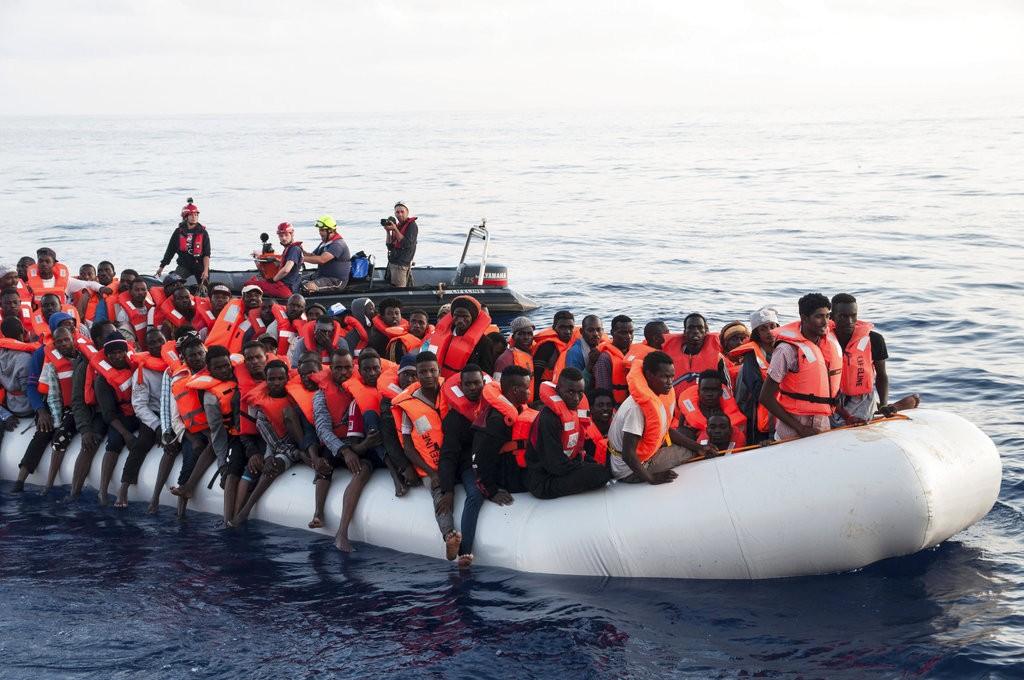 救援船「生命線」 在地中海救出多名難民。 (美聯社)