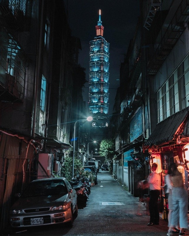 Photo of the Day: Taipei 101 from seedy side of town