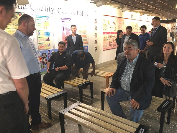 The Salvadorian delegation tests benches made from recycled cardboard boxes.